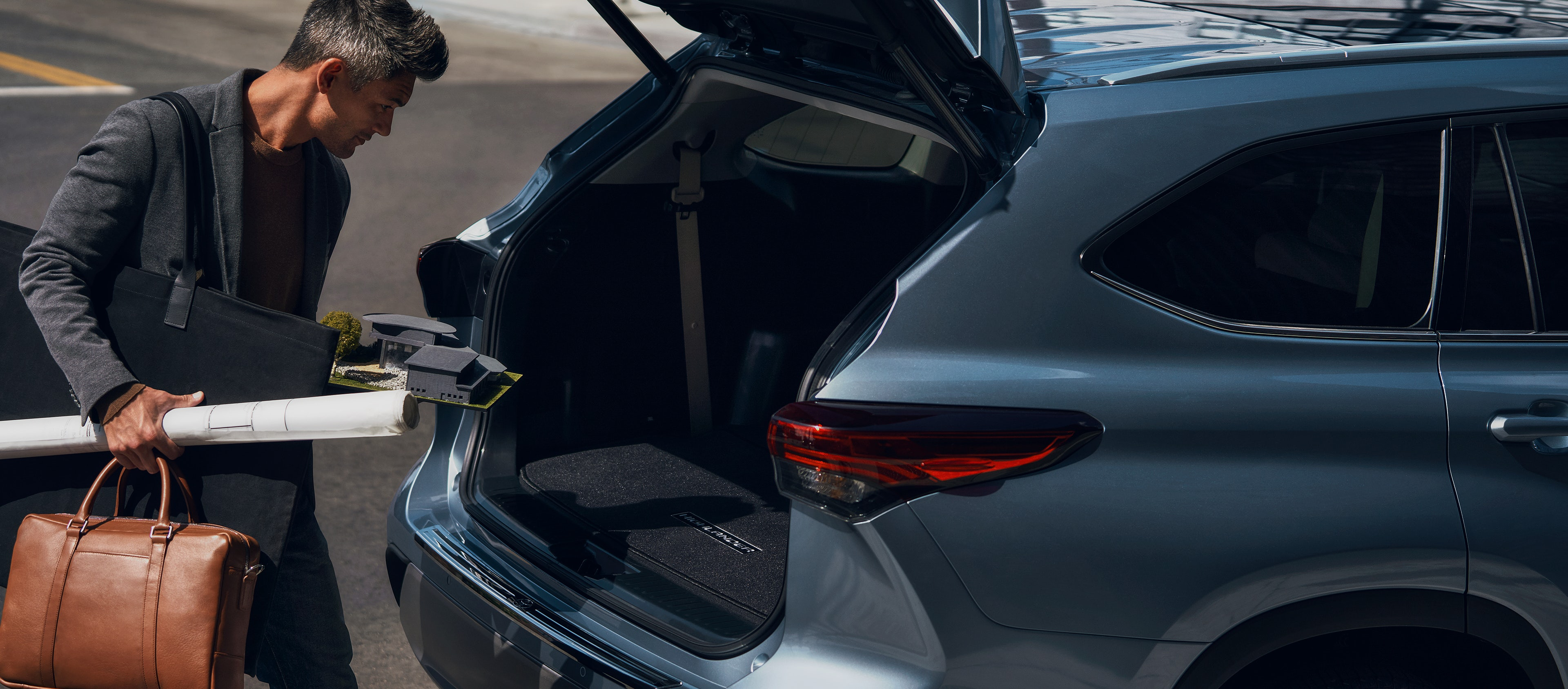 2020 Toyota Highlander Hybrid Hands-free Lift Gate Gallery Image